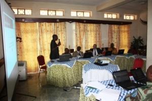 Monsieur Radar NISHULI le Directeur et Chef de site du PNKB présente l'état de lieu de son site devant le Ministre provincial de l'environnement
