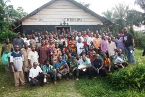 une photo de famille apres l'atelier de la mise en place du CGCC dans le groupement de Bakondjo