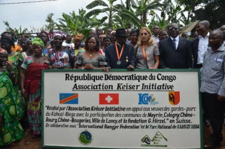 une Photo  de Son excellence Madame Adolphine Ministre Provincial en charge de l'Environnement,Sa majesté Mwami KABARE et Madame KEISER